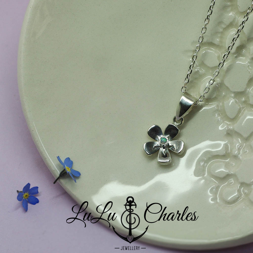 Handmade-personalised-memorial-forget-me-not-necklace-containing-cremation-ashes-set-with-loved-ones-birthstone-uk