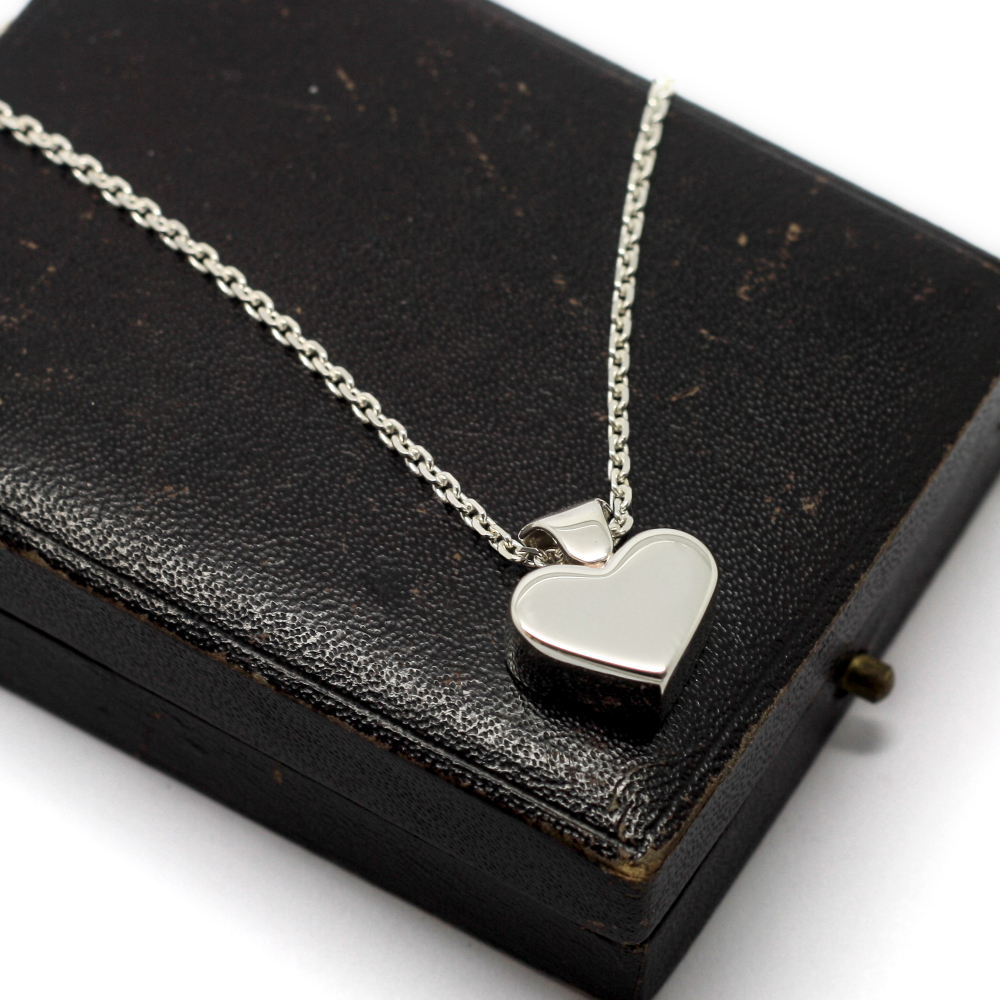 Handmade Silver Cremation Ash Heart Pendant, memorial jewellery contains ashes, handmade in the uk by Lulu & Charles Jewellery