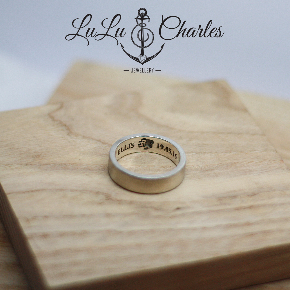 Handmade-Sterling-Silver-Memorial-Ring-Containing-Ashes-UK