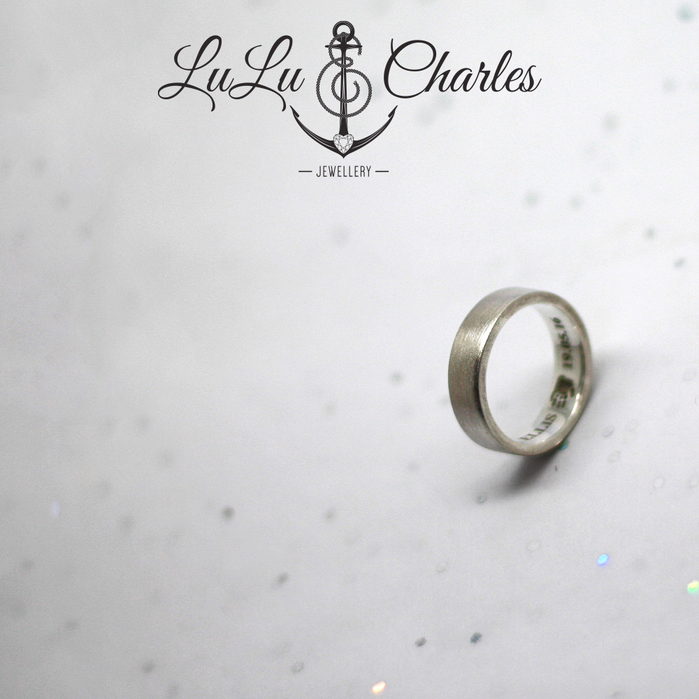 Handmade-Sterling-Silver-Personalised-Memorial-Ring-Containing-Ashes
