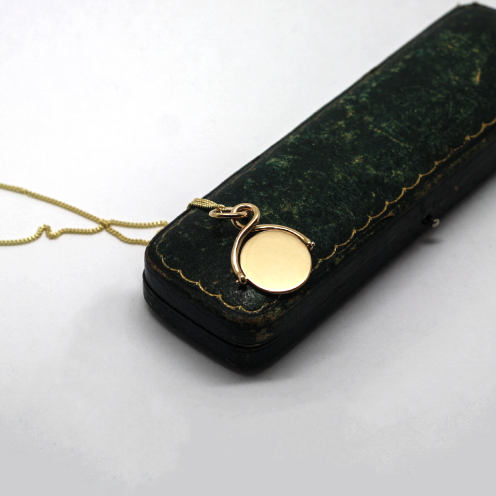 The gold spinner can be worn with the hand engraving on view or hidden.